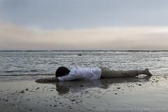 La fuga de mi alma (Nuria Domnguez) Tags: boy sunset man beach atardecer mar spain agua playa cadiz chico falter hombre conil caer desfallecer nuriadomnguez desmallarse fugademialma