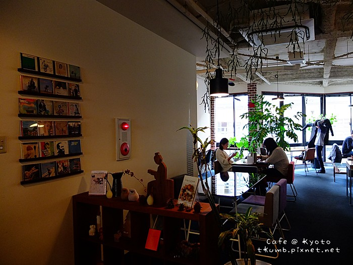 2013TRACTION BOOK CAFE08.jpg