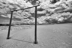 Portal (La.soares) Tags: blackandwhite bw praia beach canon landscape eos sand areia 7d portal uwa ultrawideangle tokina1116mm atx116prodx lasoares