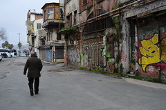DSC_1686 (zeynepcos) Tags: street old urban streetart man building turkey walking graffiti walk istanbul eminonu unkapani tahtakale