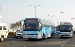 MSRTC VOLVO B7R AND NEW FACELIFTED GUJARAT VOLVO B11R AT WAKAD (gouravshinde94) Tags: msrtc shivneri volvo bus b7r b11r gujarat buses multiaxle