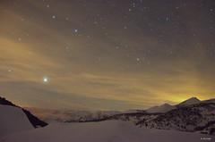 "Estrellas sobre ""San Lorenzo"" (A. del Campo) Tags: sky naturaleza snow cold nature night clouds stars noche nikon nightscape nieve naturallight asturias paisaje cielo nubes estrellas nikkor fro montaas luznatural parquenaturalubiaslamesa puertodesanlorenzo nikond7000"