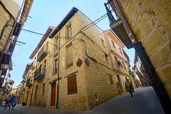 Laguardia (roli_photos) Tags: casa calle arquitectura nikon pueblo paseo cables laguardia alava euskadi d600 callejuela