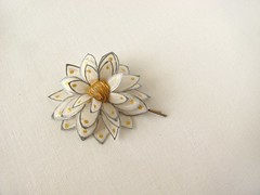 a small white flower with silver and gold accents - hair pin (simutes) Tags: baby white silver hair gold grey whiteflower pin hairpin silkpainting silkflower bobbypin hairbobbypin silkflowerhairpin