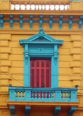 windows 10 (Litswds) Tags: red luz window argentina yellow rojo arquitectura colours dia colores amarillo balcon bluelight caminito celeste tradicional
