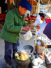 Vendeur de mas chaud / Hot corn seller (cristoflenoir) Tags: corn maz mas