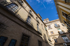 Street in Seville #1 (BoXed_FisH) Tags: street city travel house architecture sevilla andaluca spain europe sony wideangle bluesky seville es archtitecture sonyalpha sonyzeiss zeiss1635 sonya7 sel1635z sony1635mmvariotessartfef4zaoss sonyzeiss1635f4oss giraldabelltowel
