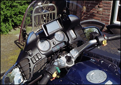 Minolta XD-7 - DM Paradies 200 Testfilm (07) (Hans Kerensky) Tags: test slr 120 film bike 35mm lens japanese md minolta scanner 200 target bmw dashboard 12 dm xd7 45mm paradies rokkor plustek opticfilm 2650ppi