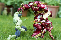 Fight (Alfred Life) Tags: toy hulk  man iron hulkbuster
