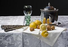 Stilleven (Mary Berkhout) Tags: stilllife glass napkin nuts stilleven lemons tablecloth glas noten tafellaken servet damast citroenen maryberkhout