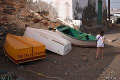 miniature by QFS_mlp (QueenFaeeStudio) Tags: red boat barca child path ground lanzarote ombre terra sassi sentiero spiaggia muri funi bambino canarie cammino calce terrarossa