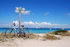Formentera (Travelbusy.com) Tags: costa naturaleza sol mar spain barcos bicicleta paisaje arena viajes ibiza nubes turismo litoral formentera isla vacaciones islas playas horizonte baleares sesilletes mediterrneo