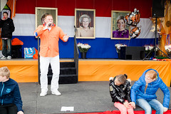 (Peter de Krom) Tags: music orange kids square king song stage performance queen singer alexander beatrix cornel maxima hvh koningsdag kingsday brinkplein