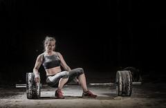 mujer crossfit sentada en barra de peso muerto (noor.khan.alam) Tags: mujer spain espalda deporte fitness gym gimnasio olimpiadas tatuaje atletismo powerlifting msculos pesas olmpico fuerza culturismo femenina sentidas crossfit halterofilia