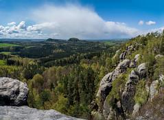 Auf dem Rauenstein - Blick zum kleinen und zum groen Brenstein (matthias_oberlausitz) Tags: wolke wald kleiner frhling felsen elbsandsteingebirge groser brenstein rauenstein