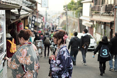 Thirsty (京都市) (Rob₊Lee) Tags: ladies cute japan kyoto drinks kimono kansai thirsty prettygirls きもの 京都市 youngladies
