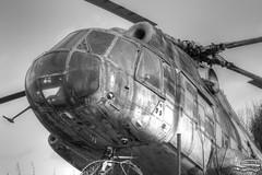 Mil Mi-8 (Carsten83) Tags: white black museum lost blackwhite place helicopter rotten weiss schwarz mil hubschrauber urbex badoeynhausen mi8 lostplace milmi8 verrotten motorradundtechnikmuseum