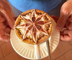 Café capuchino decorado a mano, Tailandia. (eustoquio.molina) Tags: café cafe arte drink cappuccino dibujo artesanía bebida capuchino culinario decorado