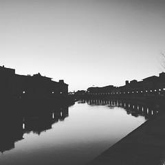 Il bianco e il nero (pineider) Tags: blackandwhite bw river europa italia boobs euro titts pisa tuscany topless arno toscana