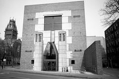 Arthur M. Sackler Museum (SS) Tags: bw architecture arquitectura harvard pomo cambridgema pentaxmx jamesstirling smc28mm28