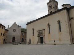 2011 04 24 Marche - Visso - Collegiata Santa Maria_0318 (Kapo Konga) Tags: italia chiesa piazza borgo marche collegiata visso
