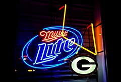 Green Bay (Cragin Spring) Tags: usa window beer sign wisconsin night football midwest neon packers miller greenbay bier neonsign greenbaypackers piwo greenbaywisconsin greenbaywi