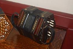Accordions, Concertinas, etc. [Free Reed Instruments] 62: Concertina [Anglo] (of Keith Kendrick) (KM's Live Music shots) Tags: musicalinstrument concertina lucasarms aerophone angloconcertina keithkendrick hornbostelsachs keithkendricksylvianeedham