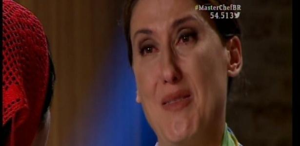 "Paola ganha bandeira do Brasil e chora no ""MasterChef"": ""Gesto de amor"""