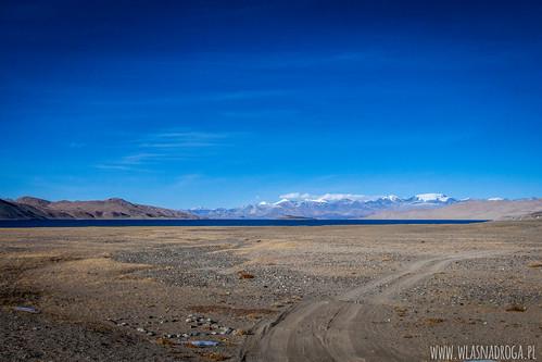 W oddali jezioro Karakul