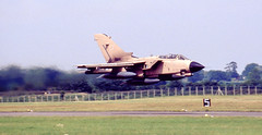 ZA410. Royal Air Force Panavia Tornado GR.1 (isdc1316) Tags: aviation military july airshow scanned 1991 raf fairford riat royalairforce internationalairtattoo operationgranby egva za410 panaviatornadogr1 ayronautica