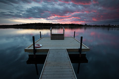 Btbusshllplats - Orrholmen (- David Olsson -) Tags: sunset seascape water clouds reflections landscape evening pier nikon sundown cloudy sweden outdoor jetty karlstad april late fx grad vr pinkclouds d800 brygga vrmland 1635 2016 1635mm gnd mariebergsviken orrholmen leefilters karlstadkommun btbuss davidolsson 06hard 1635vr btbusshllplats