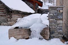 Congelamento - Freezing. (sinetempore) Tags: white snow ice water fountain freezing neve acqua fontana bianco ghiaccio congelamento
