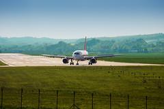 Airbus A319 (G-EZMK) on EPKK (kwartnik) Tags: airplane airport outdoor krakow airbus boeing 190 embraer a319 balice 738 epkk