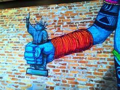 Grafite - detalhe (Jos Argemiro) Tags: detail wall de graffiti restaurant interior restaurante liberdade inner roadside aparecida parede esttua detalhe grafite dutra rio janeiro paulo estrada so beira