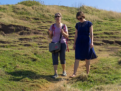 sisters down the trail (dolanh) Tags: hawaii maui renee trail nakaleleblowhole ashle kahekilihighway