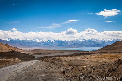 Pierwsze widoki na jezioro Karakul