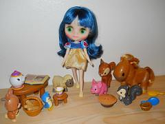 Blythe Middie dolls can wear mini Disney Animator doll clothes!