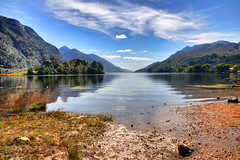 Summer in the Wonderland (Sizun Eye) Tags: uk summer lake mountains water beauty scotland nikon europe lac sunny loch t wonderland paysage lochshiel glenfinnan montagnes rivage ecosse merveille leau immensity d90 immensit beautifullandscape sizun nikond90 jolipaysage sizuneye naturebynikon