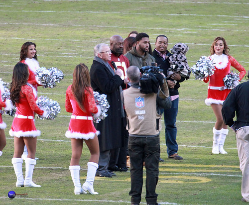 Former HC Coach Joe Gibbs says a few words for Monte Coleman honoring him at halftime, entering the Ring of Fame.