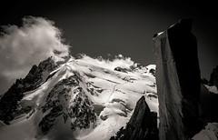 Mont Blanc du Tacul (N&B) (Frédéric Fossard) Tags: nature montagne alpes noiretblanc altitude glacier nuage paysage chamonix alpinisme montblancdutacul hautesavoie granit sérac arêtedescosmiques massifdumontblanc triangledutacul grandgendarme