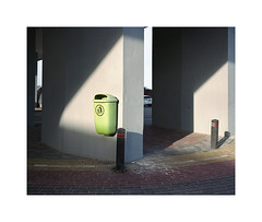 ** (ha*voc) Tags: urban 120 film mediumformat rangefinder expired zandvoort poubelle 80mm urbanfragments mamiya7ii urbanabstraction fujinhgii800