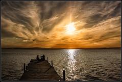 Confidencias al atardecer (Fernando Fornis Gracia) Tags: sunset espaa valencia landscape paisaje nubes puestadesol cielos laalbufera