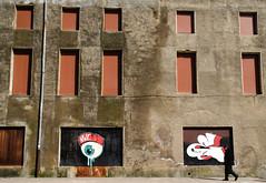 _DSC0977 (adrizufe) Tags: windows eye wall walking pared ojo graffiti nikon ngc ventanas basquecountry sunnyday paseando gipuzkoa arrasate nikonstunninggallery edificioabandonado aplusphoto selladas d7000 cegadas adrizufe adrianzubia