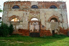 Searching for Roots (Isabel Sommerfeld) Tags: travel house building architecture temple ruins europa europe outdoor religion culture synagogue ukraine jewish judaism traveling ukrainian arkitektur ukraina synagoga westernukraine judisk judendom stryi stryj jewishroots judiska ukrainsk