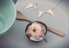 Approaching! (Lady Smirnoff) Tags: food comida spoon bowl garland bee muffin abeja vieta vignette cuchara guirnalda tazn pastelillo