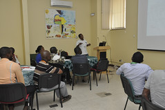 Ismail Rabbi facilitating the workshop (IITA Image Library) Tags: workshop breeding nigeria teambuilding cassava ibadan manihotesculenta