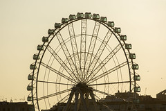 16/52 (1) Wheel (- Cajn de sastre -) Tags: sunset espaa orange contraluz atardecer andaluca spain costadelsol bigwheel naranja mlaga backlighting noria nikkor70200mmf28gvrii 52in2016challenge