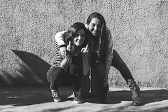 De Calle (RazArt.) Tags: chile street girls blackandwhite white black blancoynegro girl smile pose negro sonrisa actitud chilenas 70d blanco