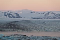 shs_n8_067806 (Stefnisson) Tags: ice berg landscape iceland belt venus glacier iceberg gletscher glaciar sland icebergs jokulsarlon breen vatnajokull jkulsrln ghiacciaio jaki girdle vatnajkull jkull jakar s gletsjer ln venuss  glacir sjaki venuses esjufjll sjakar stefnisson esjufjoll