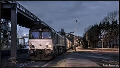 20160418 Class 66 DE683, Amsterdam Westhaven (Koen Brouwer) Tags: blue station amsterdam night train dark diesel gare zug bahnhof cargo 66 class hour april avond trein westhaven 2016 oba class66 kolen overslagbedrijf rheincargo